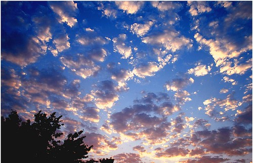 sun color silhouette sunrise canon desert kitlens gimp dpp naturesfinest canonefs1855mmf3556 xti justclouds 400d canon400d ourplanet freewarephotoeditors