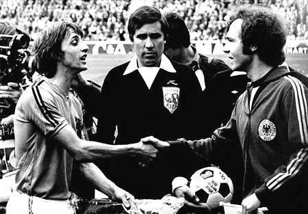 Giai doan 19741982 Ha Lan 2 lan a quan Italy lan thu 3 doat cup- Tieu diem
