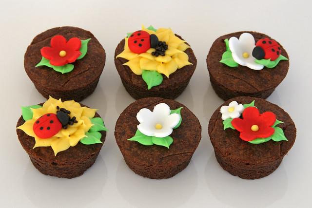 Brownie Bites | Decorated brownie bites as part of an order ...