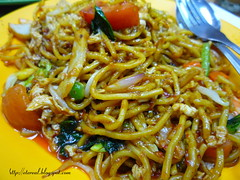 bakmi(0.0), japchae(0.0), noodle(1.0), mie goreng(1.0), mi rebus(1.0), fried noodles(1.0), beef chow fun(1.0), lo mein(1.0), pancit(1.0), spaghetti(1.0), hokkien mee(1.0), char kway teow(1.0), naporitan(1.0), produce(1.0), food(1.0), dish(1.0), yakisoba(1.0), chinese noodles(1.0), yaki udon(1.0), pad thai(1.0), cuisine(1.0), chinese food(1.0), chow mein(1.0),