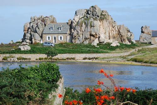 la maison entre deux rochers a photo on flickriver. Black Bedroom Furniture Sets. Home Design Ideas