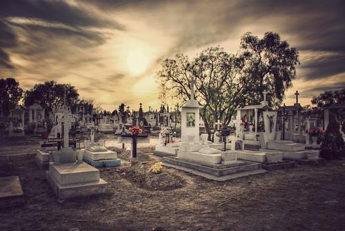 sunset sky sepia dead mexico atardecer arboles cross crossprocess cementerio muerte explore cielo panteon tumbas hdr cementery slp sanluispotosi photomatix sonyα100 explored20090113337