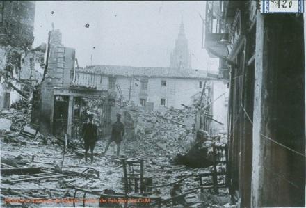 Vivienda destruida en la Plaza de la Magdalena de Toledo en la Guerra Civil