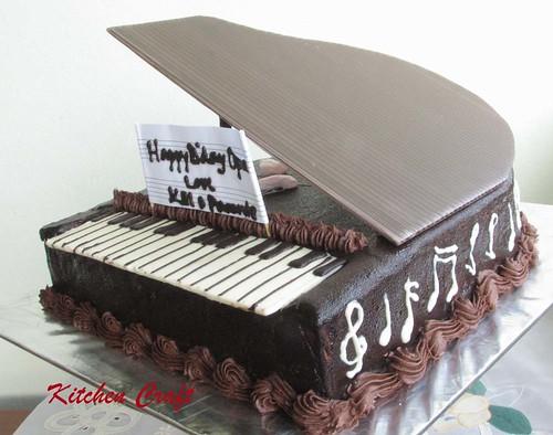 Black Piano Cake