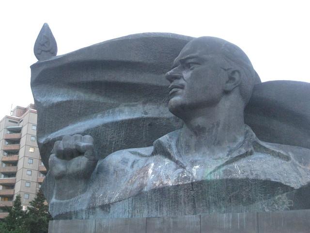 Ernst Thälman Statue