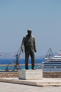 Obraz Statue of Eleftherios Venizelos. sea summer sun statue island greece crete 2008 heraklion candia iraklion kriti eleftheriosvenizelos κρήτη ελλάδα καλοκαίρι ηράκλειο ελλάσ ελευθέριοσβενιζέλοσ ελευθέριοσκυριάκουβενιζέλοσ