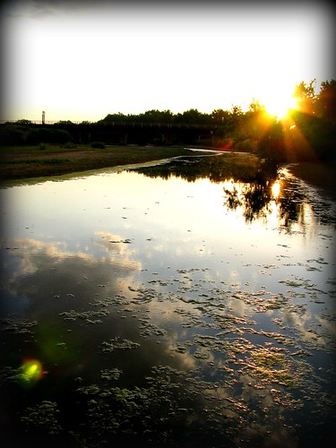 sun reflection water clouds vignette mossinwater