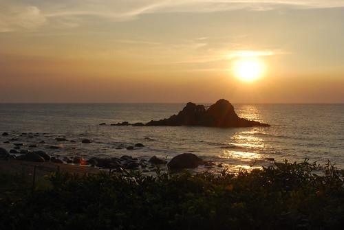 二見ヶ浦の夫婦岩に沈む夕日