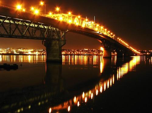 city bridge newzealand reflection night reflections puente noche harbour perspective ciudad auckland nz reflejo pont perspectiva reflexions northcotepoint powershots3is enlightedbridge