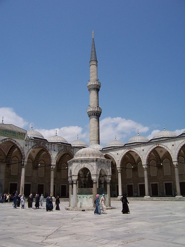 Courtyard of Blue Mosque/Sultanahmet Camii