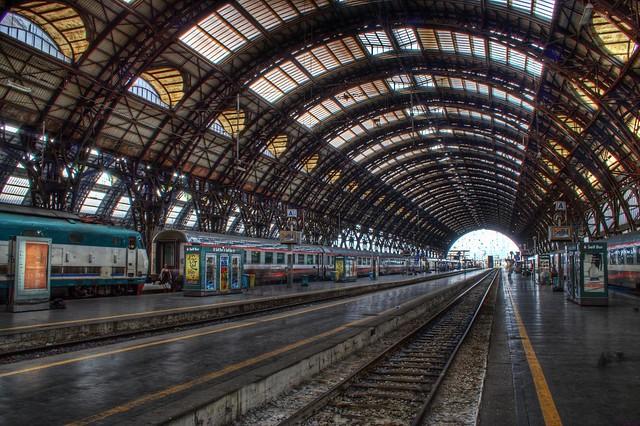 milano stazione centrale ferrovie - milan train station / italia, italy / hdr