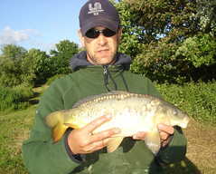 Chris with 5lb 4oz Mirror from Moss Lake, caught on 12mm pellet feeder tactics - 12th June 08.