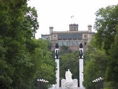 2 pájaros de un tiro. Castillo de Chapultepec y Monumento A Los Niños Héroes. Chapultepec. Ciudad de México