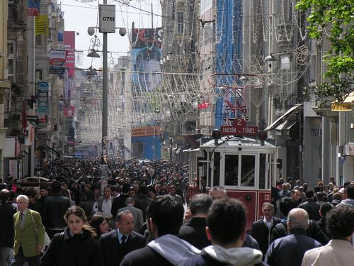 İstiklâl Caddesi péntek délután