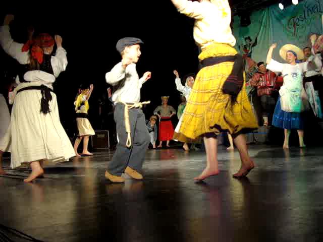 Folkore portugais dance: pieds nus 12 sec