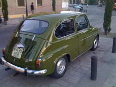 compact car(0.0), automobile(1.0), vehicle(1.0), fiat 600(1.0), city car(1.0), zastava 750(1.0), antique car(1.0), land vehicle(1.0), coupã©(1.0),