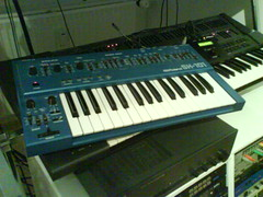 nord electro(0.0), yamaha sy77(0.0), player piano(0.0), synthesizer(1.0), musical keyboard(1.0), electronic musical instrument(1.0), electronic keyboard(1.0), music workstation(1.0), electric piano(1.0), digital piano(1.0), electronic instrument(1.0),