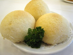 steamed rice(0.0), cheese bun(0.0), arancini(0.0), produce(0.0), dairy product(0.0), glutinous rice(0.0), food(1.0), dish(1.0), dampfnudel(1.0), cuisine(1.0),