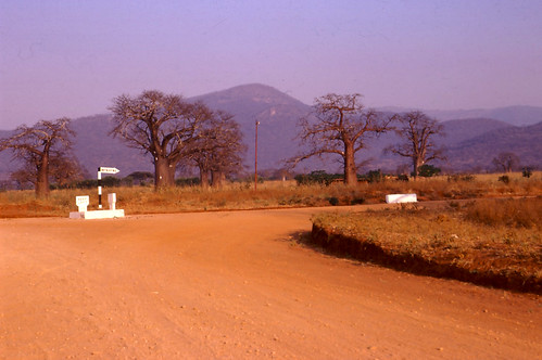 Tanzania: Road from Dodoma and the Mpwapwa turn-off