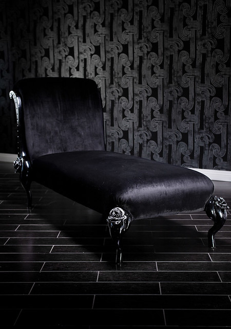 4133 black baroque chaise lounge with roses and silver for Black and silver chaise lounge