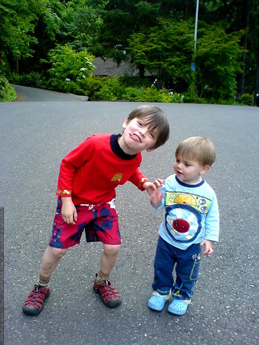 goofy brothers in the cul de sac   DSC01066