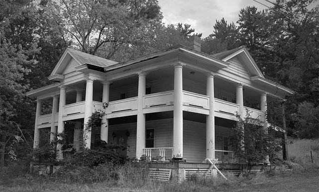 Abandoned Mansions in PA http://www.flickr.com/photos/blueone33/2832199972/
