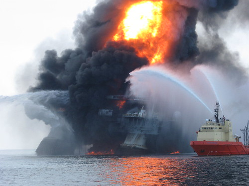 Transocean Oil rig, Deepwater explosion and fire