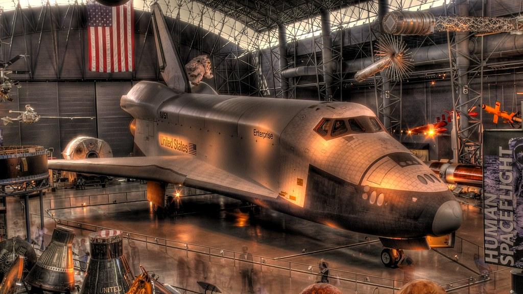 The Enterprise space shuttle by Menetnashté