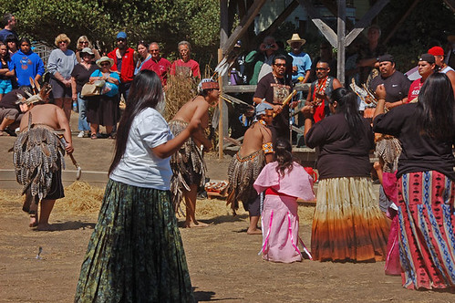 Pomo Kule Loklo dancers