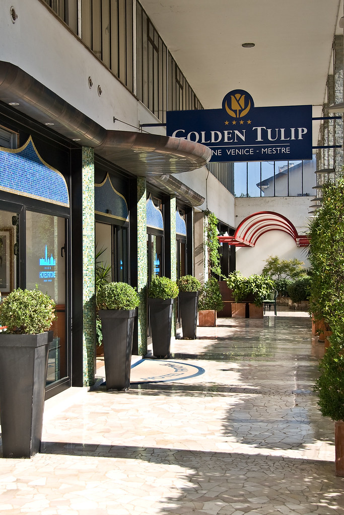 Golden Tulip Tritone - Entrance