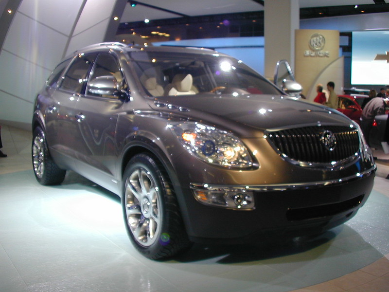 Buick Enclave prototype -- 2006 North American International Auto Show Detroit (14)