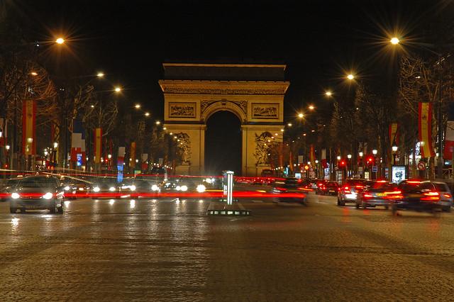 Avenue des champs lys es and arc de triomphe at night - Comptoir des cotonniers champs elysees ...