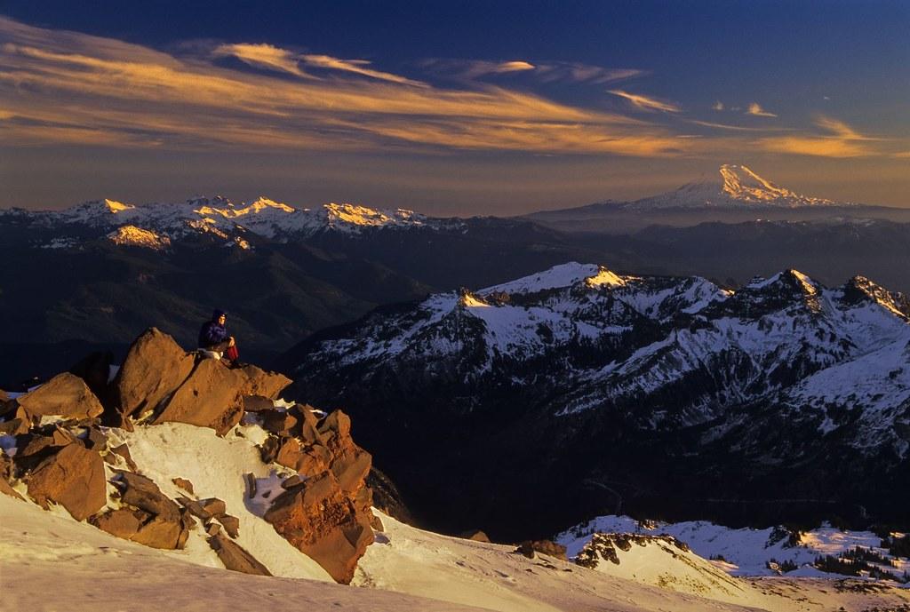 Sunset at Mount Rainier by velvia rules!