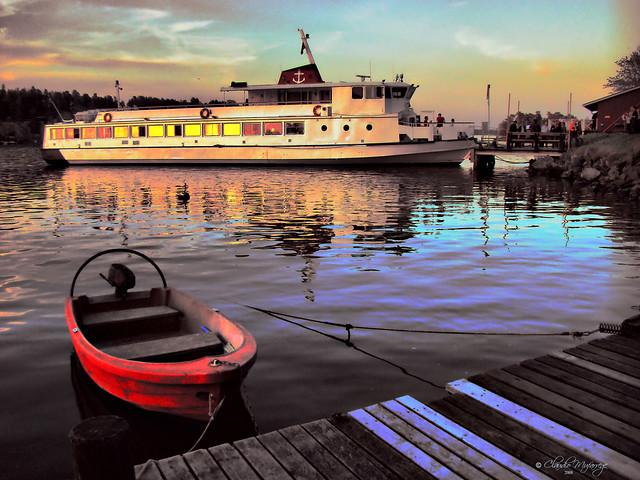Stockholm, Sweden 062 - Lake Mälaren sunset - Little red boat