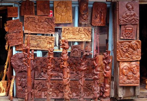 Lilok Paete/Paete Woodcarvings