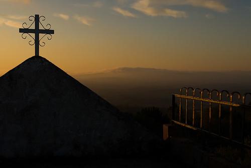 sunset portugal church geotagged cross nikond200 anjodaguarda ansião janeladeimagens sigma1770mmf2845 vitorantunes pousaflores geo:lat=39895732 geo:lon=840787