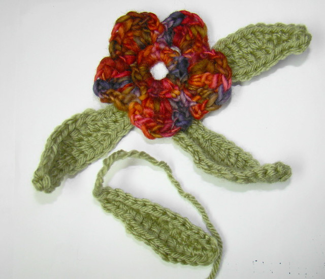 PDDesigns: Bonus Pattern: Crochet Flower with Leaves