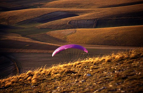 Italy, Umbria, Monti Sibillini, Piano Grande, parachute at sunset
