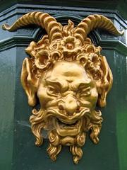 Sarcus statue devil face