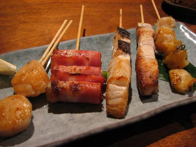 渋谷区松濤「4番サード魚真」の「串焼き盛り合わせ」