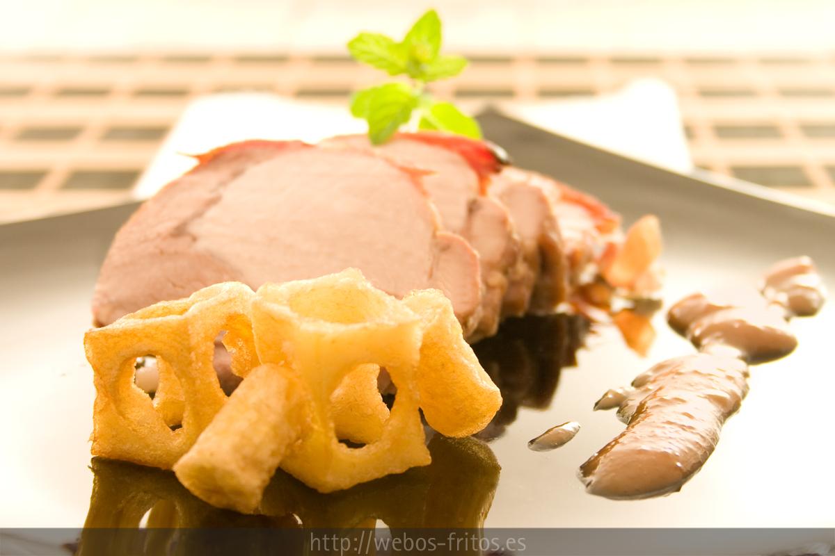 Lomo de cerdo al horno con salsa de cerezas