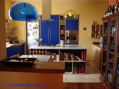 La cucina della socia la cucina blu della socia for Riviste di arredamento cucine