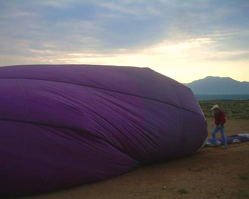 newmexico sunrise hotairballoon taos hotairballooning riograndegorge hotoonballair puebloballoon hotoonballairing
