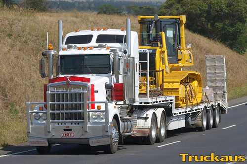 Neat Kenworth T950 loaded with new bulldozer