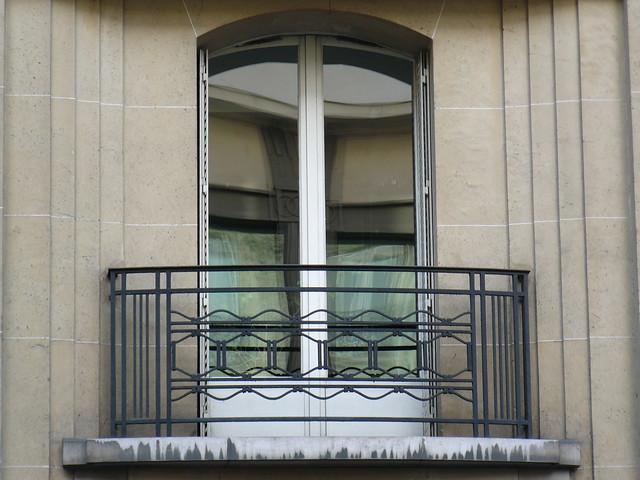 Paris rue de rennes balcon en fer forg art d co a for Fer forge balcon