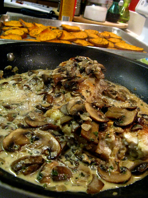 Chicken With Mushroom Cream Sauce Recipe — Dishmaps
