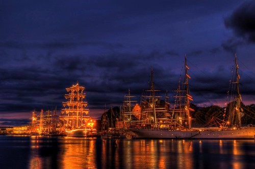 light reflection water norway night geotagged harbor norge nikon wideangle tokina1224 tokina bergen tallship 2008 hdr hordaland tallshipsrace tokina1224mmf4 tokina124 tokina1224f4 tokina1224mm tokinaatx124 d80 challengeyouwinner tokinaaf1224mmf4