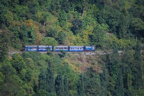 Siliguri train descending towards Mahanadi