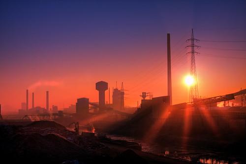 sun industry metal sunrise canon haze industrial factory smoke 1001nights tamron industrie hdr sunray crepuscularrays charleroi sunsrays polution 5xp 1750mm 40d marchienne platinumheartaward thymacinelle