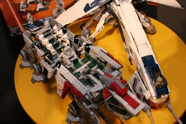 10195 Republic Dropship with AT-OT Walker - 24